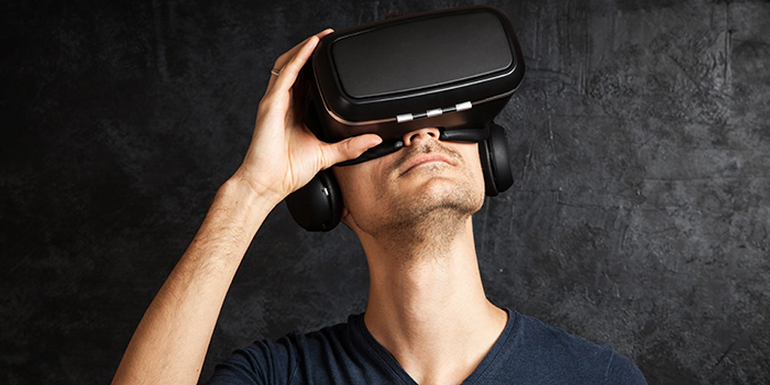 Man using virtual reality headset (Photo: George Dolgikh/Colourbox)